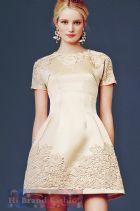 ดีแอนด์จี/โดลเช่ แอนด์ แกบาน่า เดรสใส่ออกงานทรง A แขนสั้น ผ้าซาตินสีแชมเปญเบจครีมแต่งลูกไม้ถักโครเชท์  Beige Cream Short Sleeve Embellished Satin Dress พร้อมส่ง 3 ไซส์ค่ะ 36 38 40