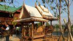 ศาลาทรงไทยนอกชานมุขซ้อนมุงด้วยไม้ฝาเฌอร่า
