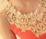 เสื้อแขนกุดสีแดงแตงโม คอประดับดอกไม้
