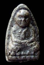 พระหลวงปู่ทวดเนื้อว่าน วัดช้างให้ ปี พ.ศ.๒๔๙๗ พิมพ์ใหญ่กรรมการ