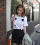 เสื้อผ้าแฟชั่น เสื้อผ้าเกาหลี t-shirt  พิมพ์ลายติดดอกกุหลาบสไตล์เกาหลี