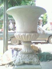กระถางปูนปั้นทรงมะยมบุ๋มปากบาน 80 cm.