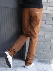 เสื้อผ้าผู้ชาย : กางเกงขาตรงแต่งกระดุมกระเป๋าหลังเท่ห์