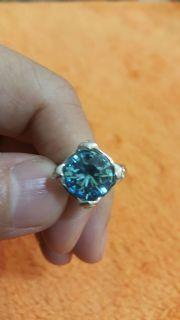 แหวนประดับพลอยสีฟ้า