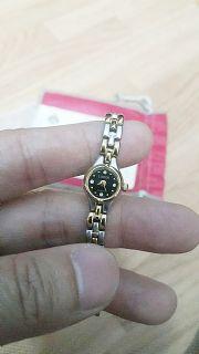 นาฬิกาข้อมือคุณผู้หญิง Lobor Collection Quartz Water Resistant Watch with a Leather Band