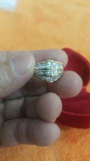 แหวนเงิน92.5 ตัวเรือนทำจากเงินแท้ หุ้มด้วยทอง5ไมคอน ประดับเพชรสี่เหลี่ยมcz 3 แถว