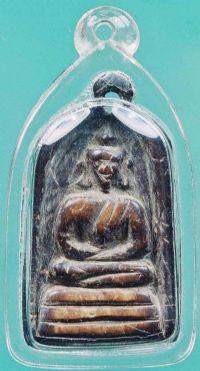 กะลาตาเดียวแกะเป็นรูปพระพุทธ ยุคต้นของหลวงพ่อน้อย วัดศีรษะทอง