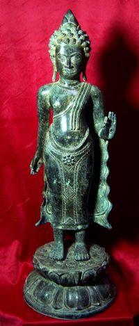 พระพุทธรูปยืน ศิลปะเขมร สมัยบาปวน ปางประทานพร เนื้อสำริดสนิมหยก No.075