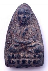 พระหลวงปู่ทวดเนื้อว่าน ปี พ.ศ.2497 พิมพ์ใหญ่หัวมีขีด วัดช้างให้ จ.ปัตตานี No.2052