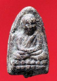 พระหลวงปู่ทวดเนื้อว่าน วัดช้างให้ ปี พ.ศ.๒๔๙๗ พิมพ์ใหญ่หัวขีด No.050