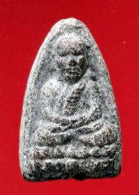 พระหลวงปู่ทวดเนื้อว่าน วัดช้างให้ ปี พ.ศ.๒๔๙๗ พิมพ์ใหญ่หัวขีด No.052