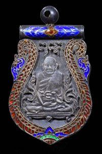 เหรียญรุ่นแรก ปี พ.ศ.2467 เนื้อเงินชนิดพิเศษรูปเสมาติดตุ้มห่วง ฉลุลงยา4สี หลังยันต์4 หลวงปู่เอี่ยม วัดหนัง บางขุนเทียน กทม. No.2385