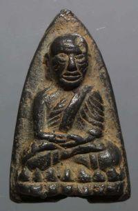 พระหลวงปู่ทวดหลังเตารีด พิมพ์ใหญ่เนื้อแร่ ปี2505 วัดช้างให้ จ.ปัตตานี No.2564
