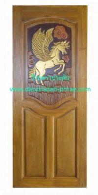 ประตูไม้สัก ม้าบินขึ้นเขา