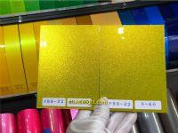 สีเหลืองทองเหลือบเขียว