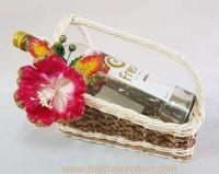 กระเช้าไวน์หวาย-กก (รับสั่งผลิต)