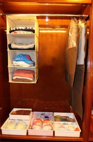 ของใช้ในบ้าน : ชั้นแขวนเก็บเสื้อผ้าสิ่งของ 4 ช่อง