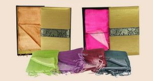 ของที่ระลึกผ้าไหม 2 สี พร้อมกล่องผ้าไหม