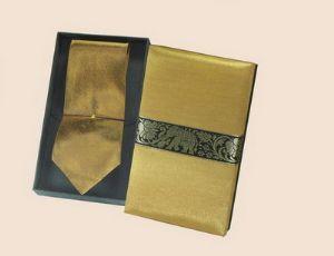 ของที่ระลึกเนคไทผ้าไหม (เหลืองทอง) พร้อมกล่องผ้าไหม