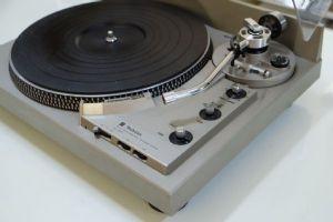 เครื่องเล่นแผ่นเสียง Technics SL-1950
