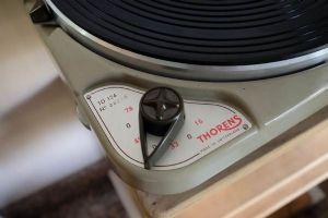 เครื่องเล่นแผ่นเสียง Thorens TD124 *