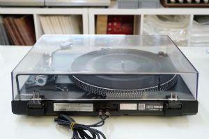 เครื่องเล่นแผ่นเสียง Technics SL-FM1