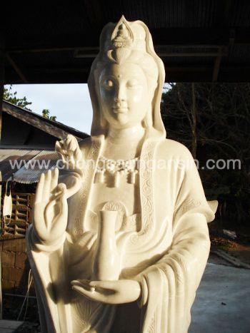 เจ้าแม่กวนอิมปางประธานพรบุญฐานปลามังกรหยกขาวพม่า