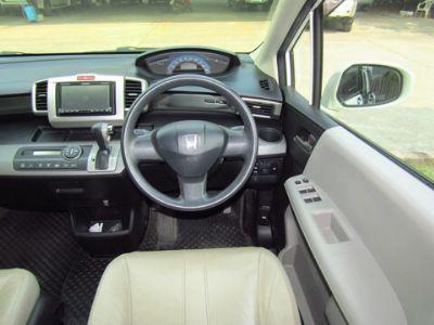 HONDA FREED 1.5E Limited Navigator สีขาว ปี 2013