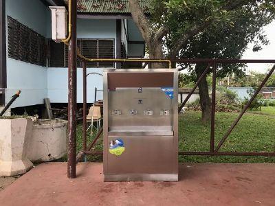 ตู้ทำน้ำเย็นแบบ 4 หัวก็อก ที่โรงเรียนบ้านกาดวิทยาคม
