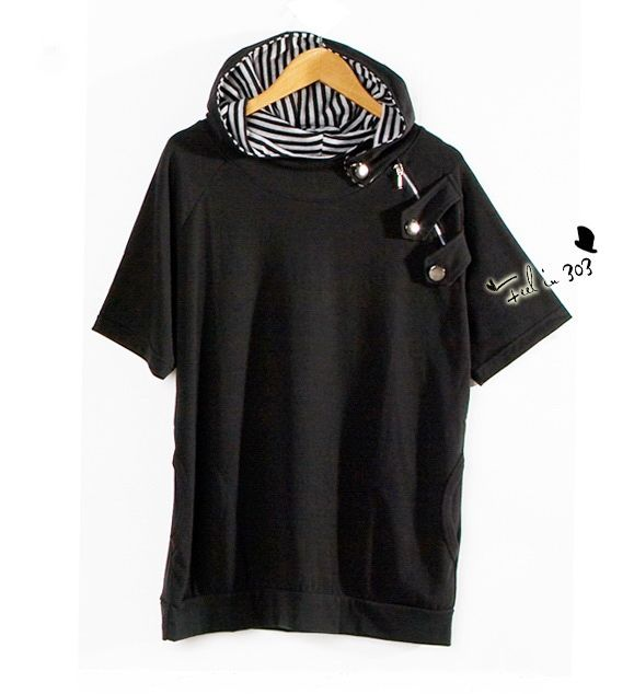 เสื้อผ้าผู้ชาย : t-shirt พร้อมฮูดแต่งกระดุมข้างไหล่