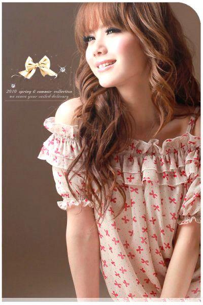 เสื้อผ้าแฟชั่น: เสื้อโชว์ไหล่ระบายรอบคอ สไตล์เกาหลี
