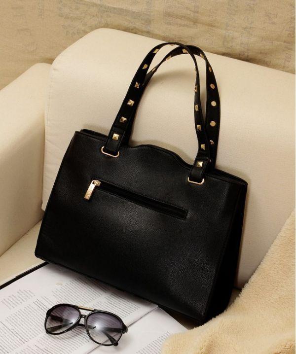 เสื้อผ้าแฟชั่นพร้อมส่ง : กระเป๋าดำแต่งหมุดสวยเก๋