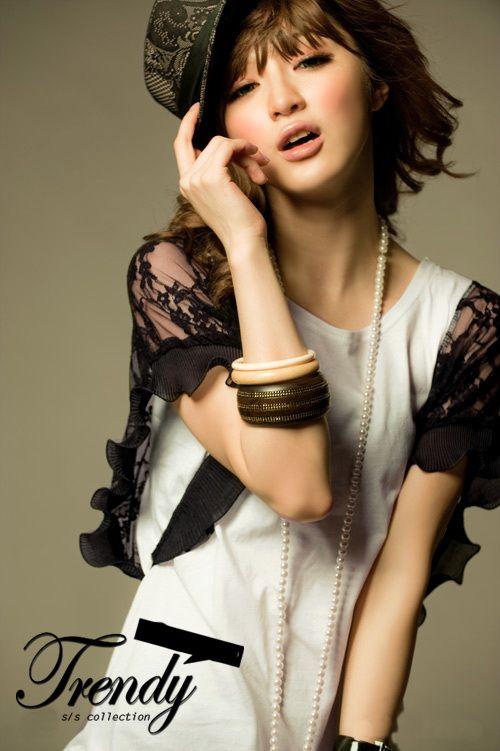 เสื้อผ้าแฟชั่น เสื้อผ้าเกาหลี เสื้อขาวแขนแต่งระบายลูกไม้ดำ