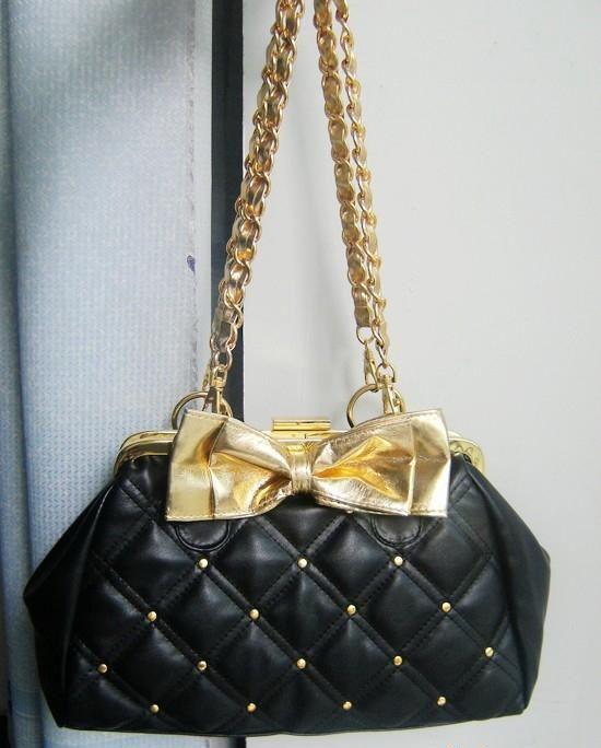 กระเป๋าแฟชั่นพร้อมส่ง : กระเป๋าสไตล์ retro แต่งโบว์สีทอง