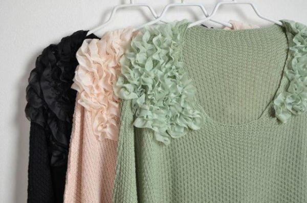 เสื้อกันหนาวพร้อมส่ง : สเวตเตอร์ไหล่แต่งระบายผ้าชีฟอง