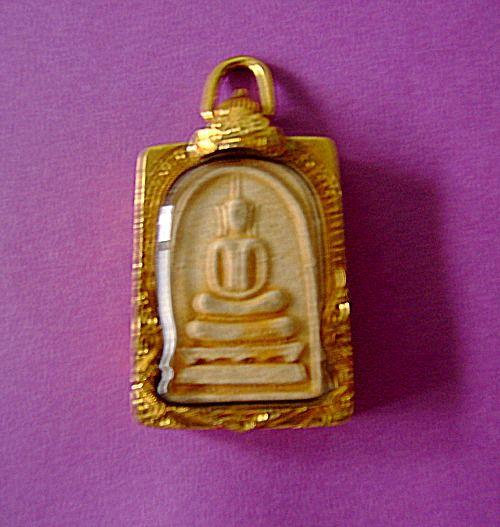 พระพิมพ์สมเด็จ ครูบาเกษม เขมโก สำนักสุสานไตรลักษณ์ จังหวัด ลำปาง รุ่น มุทิตาคุณพ่อคุณแม่ ครูบาอาจารย์ ปี ๒๕๓๙ ประเทศไทย