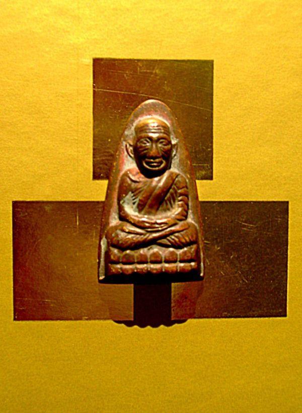 พระหลวงปู่ทวด หลังตัวหนังสือ ( ท ) วัดช้างให้ จังหวัด ปัตตานี พุทธศักราช ๒๕๐๕