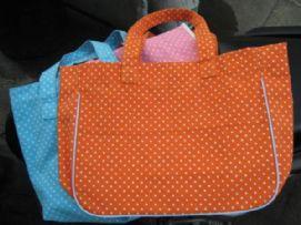 กระเป๋าลายจุดส้ม