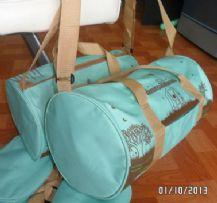 กระเป๋าทรงหมอน 16*8* นิ้ว สกรีนสวยงามผ้า 300D มีซับในใบละ 180 บาท มี 3 ใบ