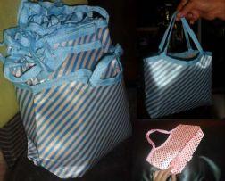 กระเป๋าผ้าซาติลลายทางคล้องแขนได้น่ารักมาก มีสินค้าพร้อมส่ง ใบละ 30 บาทพร้อมส่งเหมาทั้งหมด