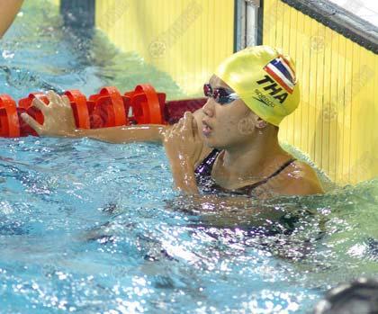 ณัชฐานันตร์ จันทร์กระจ่าง เงือกสาวไทย ลอยคอลุ้นเวลาตัวเองหลังเข้าแตะขอบสระเป็นคนที่ 4 ในการแข่งขันว่ายฟรีสไตล์ 50 เมตรหญิง